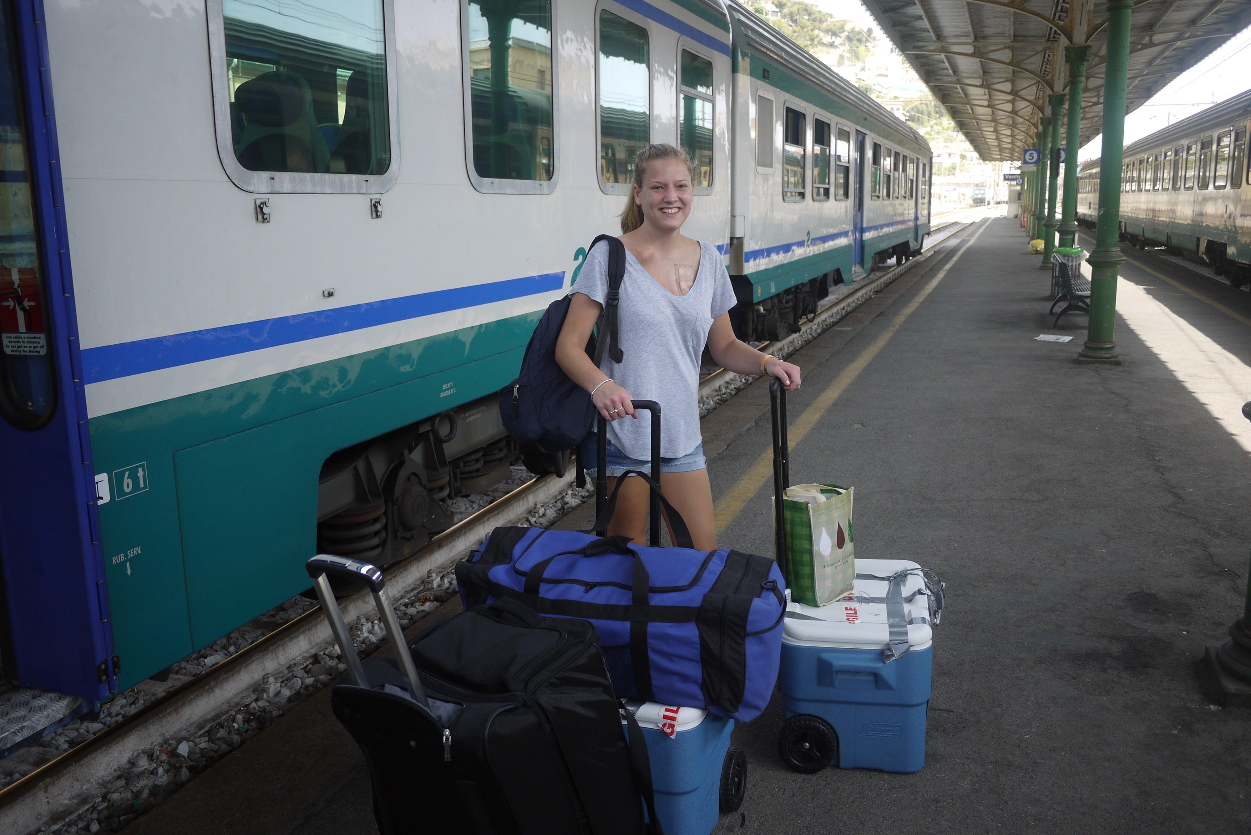 Justine lors de son voyage en Europe, 4 ans après son accident.